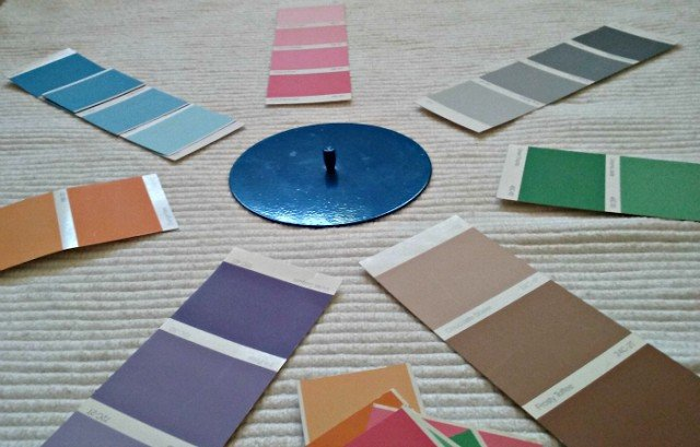 Matching color cards from lightest to darkest.