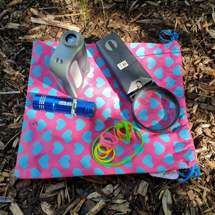 Outdoor learning tool: magnifying glass, rubber bands, flashlight, outdoor microscope