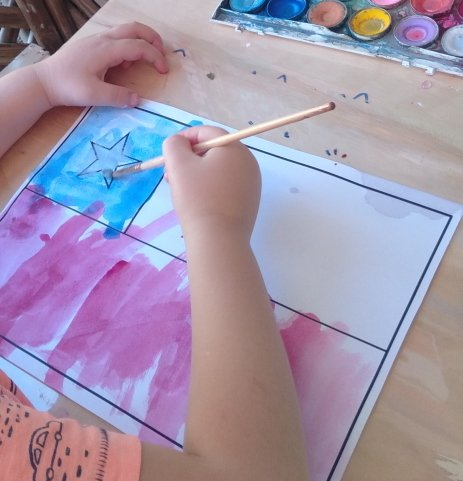 Child painting flag of Chile