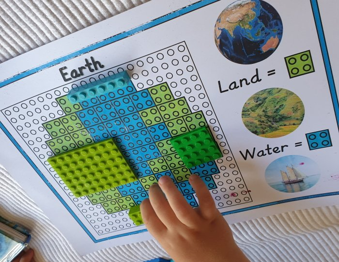 Land and water acitvity with green and blue building blocks